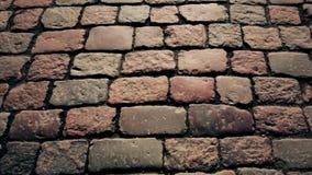 Kullersten på trottoaren i den gamla staden stock video