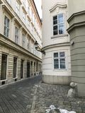 Kullerstengata i Bratislava royaltyfria foton