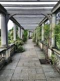 Kulleträdgård och pergola i den Hampstead heden arkivbild