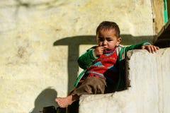 Kullu, Himachal Pradesh, Indien - 17. Januar 2019: Portr?t des Jungen im Berg, Himalajaleute lizenzfreie stockfotografie