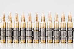 kulor för 5.56x45mm NATO-spårämne royaltyfri foto