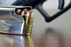 Kulor med vapengemet - vapenrättbegrepp Arkivfoton
