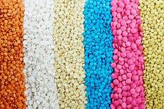 Kulöra runda preventivpillerar för medicinminnestavlaantibiotikum Arkivbilder