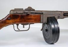 Kulsprutepistol ppsh-41 på en ljus bakgrund Fotografering för Bildbyråer