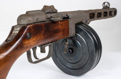 Kulsprutepistol ppsh-41 på en ljus bakgrund Arkivfoton