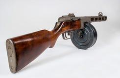 Kulsprutepistol ppsh-41 på en ljus bakgrund Arkivfoto