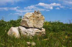 Kultów kamienie kłaść w górach na terytorium Zolsky okręg, Kabardino-Balkar republika, Rosja Obrazy Stock