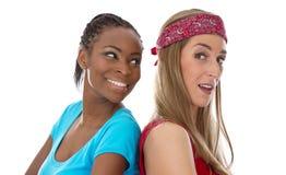 Kulturella skillnader - hudfärg av kvinnor - som isoleras på vit arkivbild