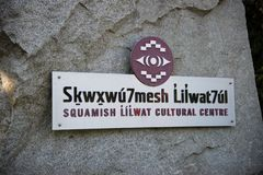 Kulturelle Mitte Squamish Lil'wat wird als authentische einheimische Erfahrung gekennzeichnet lizenzfreie stockfotografie