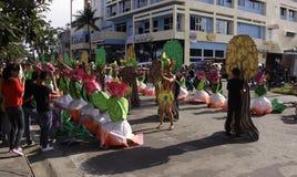 Kulturelle Tanz-Parade Buglasan-Festival-2014 Lizenzfreie Stockfotografie