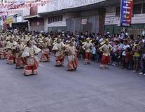 Kulturelle Tanz-Parade Buglasan-Festival-2014 Stockfotografie