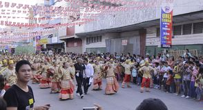 Kulturelle Tanz-Parade Buglasan-Festival-2014 Stockbilder