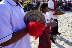 Kulturelles Festival am Strand stockfotos