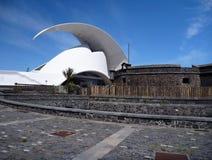 Kulturelles Gebäude Auditorio bei Teneriffa stockfotos