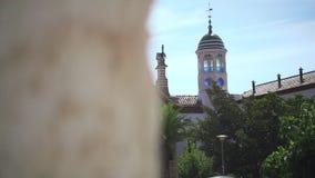 Kulturellt ställe som planläggs av Antonio Gaudi Gammal historisk byggnad på Barcelona stock video