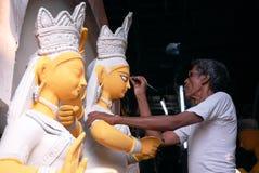 Kumartuli-Ídolo que faz a ária imagens de stock royalty free