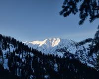 Ландшафт снежных гор стоковое изображение rf