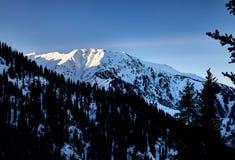 Ландшафт снежных гор стоковое фото