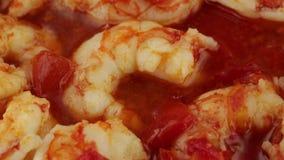 Kumberland z czereśniowymi pomidorami i krewetkami zbiory wideo