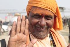 Kumbha Mela 2013 - Sadhu Offers Blessings nel festival religioso Fotografie Stock
