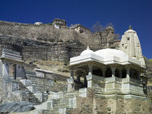 Kumbhalgarth Fort & temple - Rajasthan - India. Kumbhalgarth hilltop fort with Hindu temple in foreground.  In the Aravalli Hills near Udaipur in the Stock Images