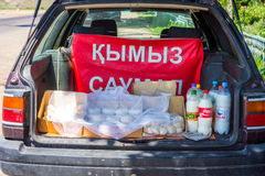 Kumis, ποτό από το ζυμωνομμένο γάλα αλόγων για την πώληση Στοκ φωτογραφία με δικαίωμα ελεύθερης χρήσης