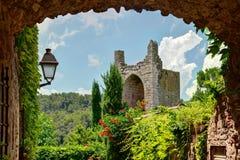 Kumpel, Costa Brava, Spanien: Mittelalterliche alte Stadt stockbilder