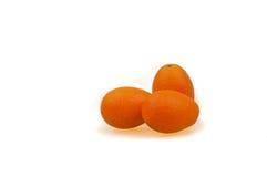 Kumquats på den vita bakgrunden Arkivfoto