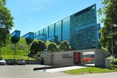Kumu Art Museum em Tallinn, Estônia imagens de stock royalty free