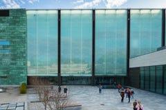 KUMU-modern konstmuseum i Tallinn, Estland fotografering för bildbyråer