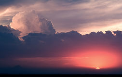 Kumulus-Sonnenuntergang Lizenzfreie Stockfotografie