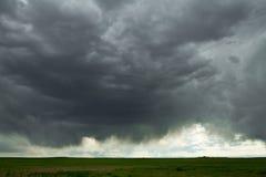 Kumulus-Wolken und Virga Lizenzfreie Stockbilder