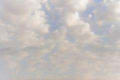 Kumuluswolken im Himmel Stockbilder