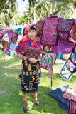 Kuna妇女,有传统艺术的巴拿马工作-翻车鱼, 库存图片