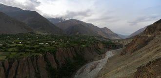 Kunar aka Chitral eller Kama flod, Khyber Pakhtunkhwa landskap Pakistan Fotografering för Bildbyråer