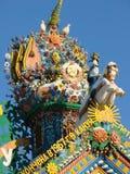 KUNARA, ОБЛАСТЬ СВЕРДЛОВСКА, РОССИЯ - 8-ое ноября 2011: Фото декоративных элементов крыши щипца дома Стоковая Фотография RF
