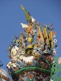 KUNARA, het GEBIED van SVERDLOVSK, RUSLAND - November 8, 2011: Foto van Decoratieve elementen van het geveltopdak van het huis Stock Afbeelding