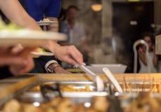 Kunde im Restaurantunschärfehintergrund Stockfoto