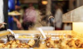 Kunde im Restaurantunschärfehintergrund Lizenzfreie Stockfotos