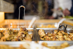 Kunde im Restaurantunschärfehintergrund Stockfotografie