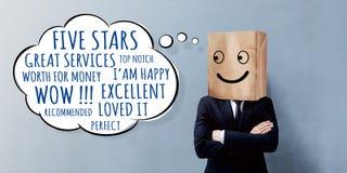 Kunden-Erfahrungs-Konzept Glücklicher Geschäftsmann Client mit Lächeln stockfotos