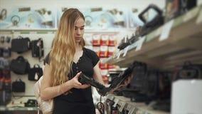 Kunden väljer nytt dillandejärn lager videofilmer