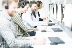 Kundenbetreuungs-Betreiber in der Reihe lizenzfreie stockfotos
