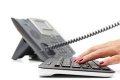 Kundenbetreuungskonzept mit Telefon und Tastatur Stockbild