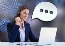 Kundenbetreuungsservice-Frau mit Chatblase Lizenzfreie Stockfotos
