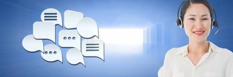Kundenbetreuungsservice-Frau mit Chatblasen Lizenzfreies Stockfoto