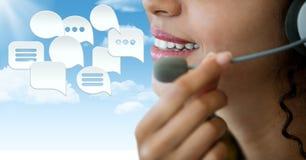 Kundenbetreuungsservice-Frau mit Chatblasen Stockbilder