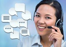 Kundenbetreuungsservice-Frau mit Chatblasen Stockfotografie