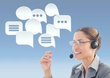 Kundenbetreuungsservice-Frau mit Chatblasen Stockbild