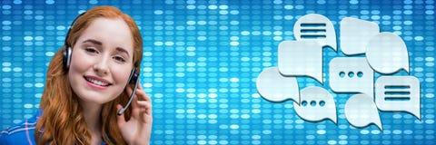 Kundenbetreuungsservice-Frau mit Chatblasen Lizenzfreie Stockfotografie
